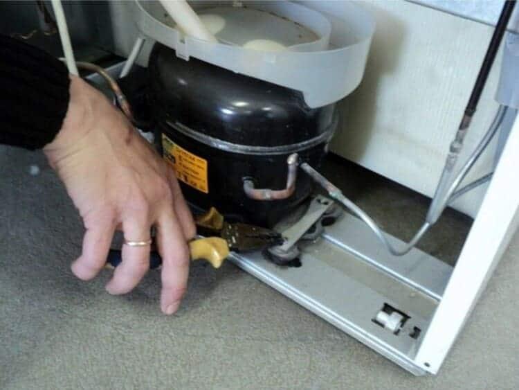 Крепление компрессора