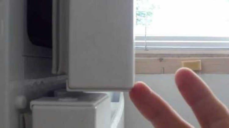 Звук при открытой дверце холодильника