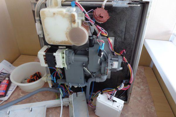 Причины, по которым посудомоечная машина не греет воду